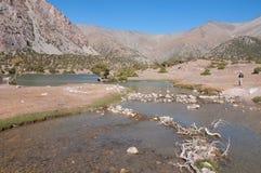Majestätisk bergsjö i Tadzjikistan Arkivbilder
