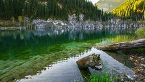 Majestätisk bergsjö Kaindy i berg Kasakhstan 4K TimeLapse - September 2016, Almaty och Astana, Kasakhstan stock video