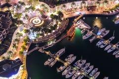 Majestätisk färgrik dubai marinahorisont under natt arabisk förenad dubai emiratesmarina Arkivfoto