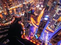 Majestätisk färgrik dubai marinahorisont under natt arabisk förenad dubai emiratesmarina Arkivfoton