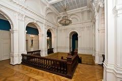 majestätisk gammal slott för storslagen korridor royaltyfria foton
