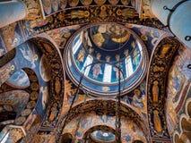Majestätisk inre för ortodox kyrka Royaltyfri Fotografi