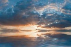 Majestätisk solnedgång arkivbilder