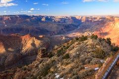 Majestätisk utsikt av grandet Canyon på skymningen Arkivbilder