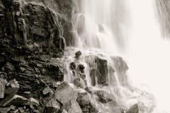 majestätisk vattenfall Arkivbild