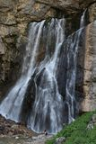 Majestätiska härliga Gegsky faller i Abchazien nära den Yupsharsky kanjonen Arkivbilder
