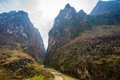 Majestätiskt berglandskap för natur i Ha Giang, Vietnam Royaltyfri Bild