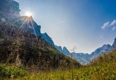 Majestätiskt berglandskap för natur i Ha Giang, Vietnam Fotografering för Bildbyråer