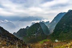Majestätiskt berglandskap för natur i Ha Giang, Vietnam Royaltyfri Fotografi