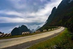 Majestätiskt berglandskap för natur i Ha Giang, Vietnam Royaltyfria Foton