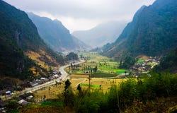 Majestätiskt berglandskap för natur i Ha Giang, Vietnam Arkivbild