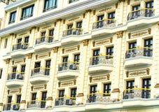 Majestätiskt hotell för fönsterarkitekturkorridor Fotografering för Bildbyråer