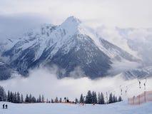 Majestätiskt maximum i alpint semesterort för skida royaltyfria foton