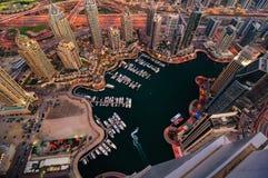 Majestatyczna kolorowa Dubai marina linia horyzontu podczas nocy arabski Dubai emiratów marina jednoczący Fotografia Stock