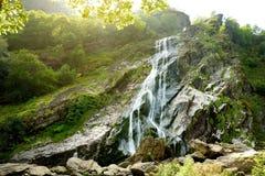 Majestatyczna wody kaskada Powerscourt siklawa wysoka siklawa w Irlandia obrazy royalty free