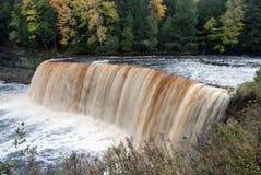 Majestatyczni Górni spadki, Tahquamenon rzeka, Chippewa okręg administracyjny, Michigan, usa Fotografia Stock