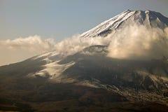 Majestatyczni widoki zakrywający śnieg Wspinają się Fuji, Japonia Zdjęcie Royalty Free