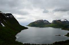 Majestatyczny fjord i góry krajobraz w północnym Norway Obrazy Stock