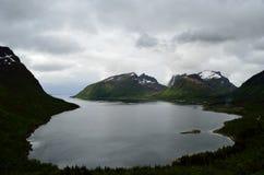 Majestatyczny fjord i góry krajobraz w północnym Norway Obraz Stock