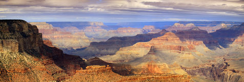 Majestatyczny Panoramiczny Sceniczny Południowy obręcza Uroczystego jaru park narodowy Arizona obraz stock