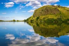Majestatyczny widok jezioro w górach obraz royalty free