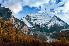 Majestic snow capped mountains Stock Photography