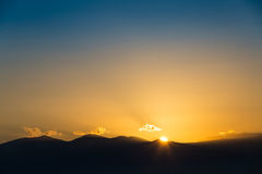 Majestic vivid sunset/sunrise over dark mountains Royalty Free Stock Photos