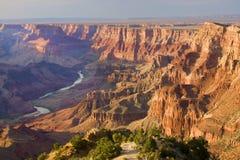 Majestätisches Vista des Grand Canyon an der Dämmerung Lizenzfreie Stockfotos