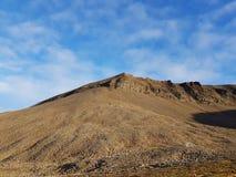 Majestueus en dromerig berglandschap op svalbard stock afbeeldingen