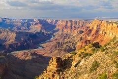 Majestueus Uitzicht van de Grote Canion bij Schemer Royalty-vrije Stock Fotografie