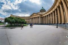Majestueuze colonnade van de Kazan gefotografeerde Kathedraal fisheye Royalty-vrije Stock Afbeeldingen