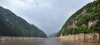 Majestueuze Drie Kloven en Yangtze-Rivier in Hubei-provincie in China stock afbeeldingen