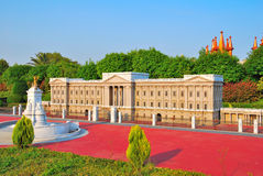Majestueuze Europese architectuur met fontein royalty-vrije stock afbeelding