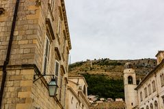 Majestueuze kathedraal in oude stad Dubrovnik, beroemde historische en toeristische bestemming in Europa royalty-vrije stock afbeelding
