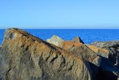Majestueuze Oceaanrotsen Stock Fotografie