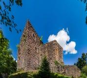 Majestueuze ruïnes van middeleeuws kasteel Birkenfels, de Elzas stock afbeelding
