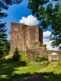 Majestueuze ruïnes van middeleeuws kasteel Birkenfels, de Elzas stock foto's