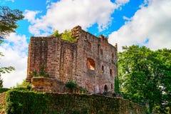 Majestueuze ruïnes van middeleeuws kasteel Birkenfels, de Elzas royalty-vrije stock foto's