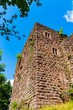 Majestueuze ruïnes van middeleeuws kasteel Birkenfels, de Elzas stock afbeeldingen