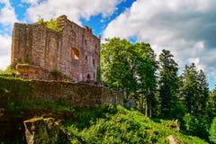 Majestueuze ruïnes van middeleeuws kasteel Birkenfels, de Elzas royalty-vrije stock fotografie