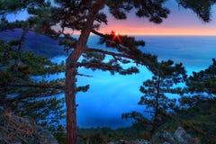 Majestueuze zonsondergang in het bergenlandschap Stock Fotografie