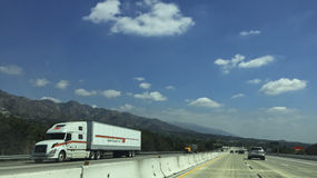 Major Highway Traffic via Sunland-Tujunga, CA Royaltyfri Foto