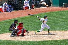 Major League Baseball - Chris Young Swinging en la bola foto de archivo