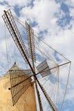 majorca西班牙 2016年8月20日 一台传统风车在西班牙在蓝天下 库存照片