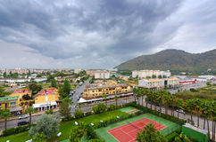 Majorca stad - sikt från hotellrum Arkivbild