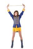 Majorette adolescente en el uniforme que sostiene un bastón Imagenes de archivo