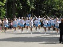 Majorettes in de het marcheren paradewedstrijd tijdens Nationale champi Stock Foto