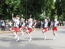 Majorettes w marszowej paradzie rywalizują podczas Krajowego champi Zdjęcie Stock