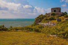 Majskie ruiny w Tulum, Meksyk, Jukatan Ruiny budowali na wysokich falezach na morzu karaibskim Obraz Stock