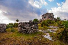 Majskie ruiny w Tulum, Meksyk, Jukatan Ruiny budowali na wysokich falezach na morzu karaibskim Obrazy Stock